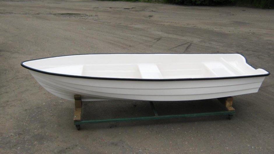 Лодка алюминиевая гребная маленькая
